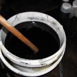 30 minutové bobtnání aktivního uhlí za občasného promíchání